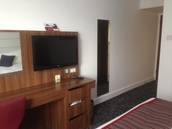 Park Inn by Radisson Telford: TV
