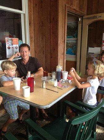 Sandcastle Cafe & Grill: Families love our patio!