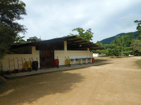 Rancho do Pica Pau Eco Resort: Local onde estão instalados os banheiros feminino e masculino