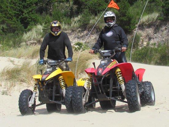 BEST WESTERN Salbasgeon Inn & Suites of Reedsport: Atv riding the dunes