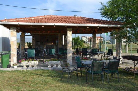 Mali Wimbledon: Bar and terrace