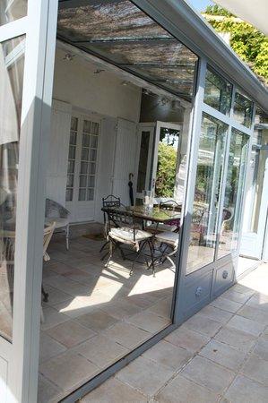 Chambres d'Hotes Saint Veredeme : espace petit déjeuner