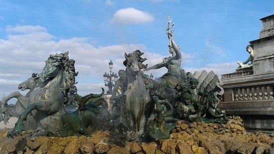 Esplanade des Quinconces : Fontaine.