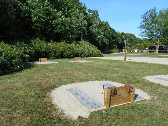 Seaport RV Resort and Campground: Horseshoes/Volleyball Court