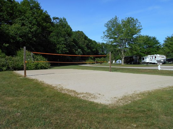 Seaport RV Resort and Campground: Volleyball Court
