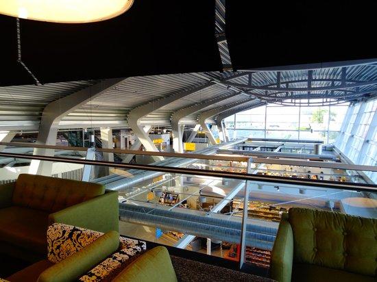 Tulip Inn Eindhoven Airport : Sala do hote e gare do aeroporto
