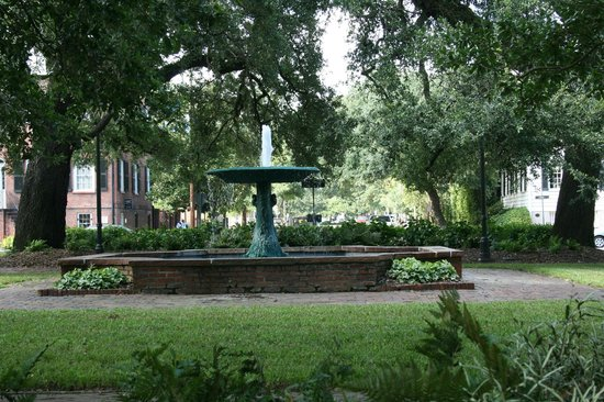 The Kehoe House - A Boutique Inn: fountain in the square