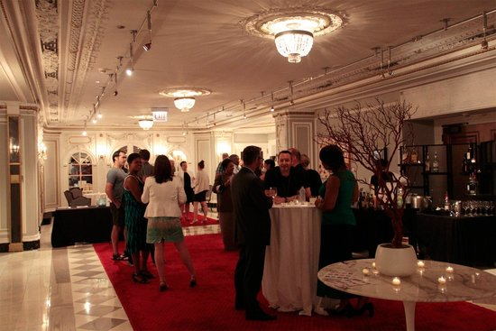 The Blackstone, Autograph Collection: Art hall on the night of a great event