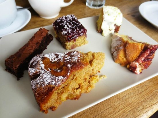 Rattle Ghyll Cafe: Sharing cake platter <3