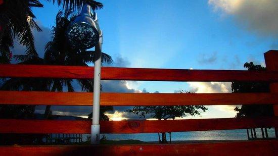 Namua Island Resort: Outdoor showers are amazing!