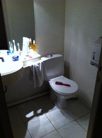 Hotel les Tritons: salle de bain