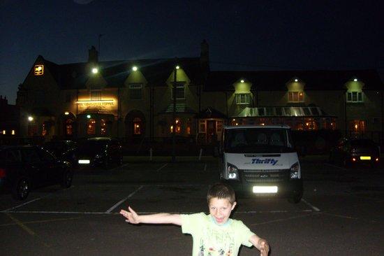 Unicorn Hotel: Ample parking Good pub