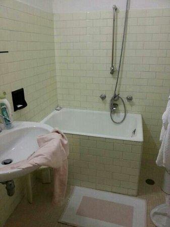 Il bagno e la vasca da bagno vogliamo commentare foto - Bagno 46 rimini ...