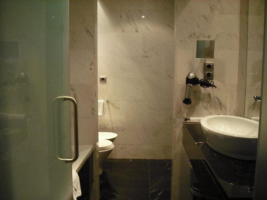 Eurostars Das Letras: modern bathoom & spotless
