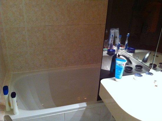 Hotel les Tritons: Petite douche