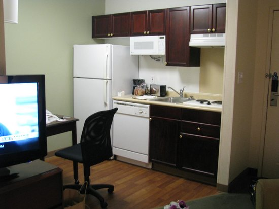 Extended Stay America - Columbus - Polaris: A great kitchen with all you could need!