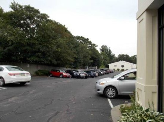 Heritage House Hotel: Parking Lot