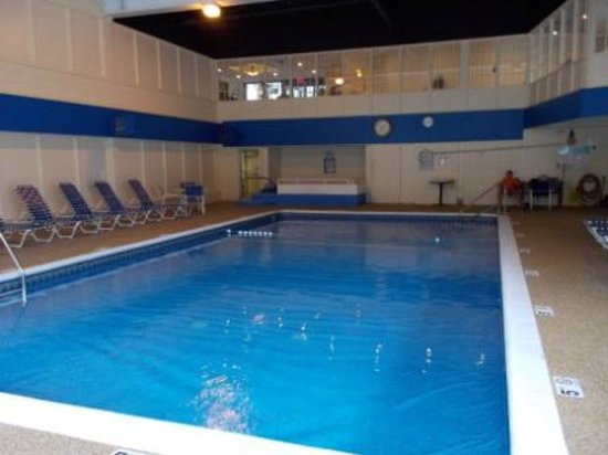 Heritage House Hotel: Pool - rippled lining poorly installed