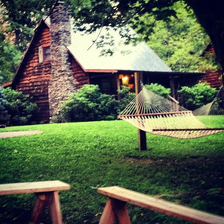 Mountain Springs Cabins: The Duck Tavern