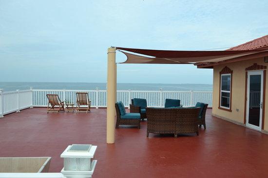 A Belizean Nirvana: Nirvana rooftop deck