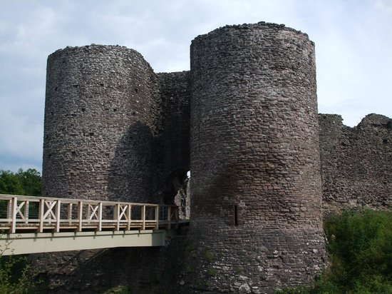 White Castle: The bridge across the dry moat