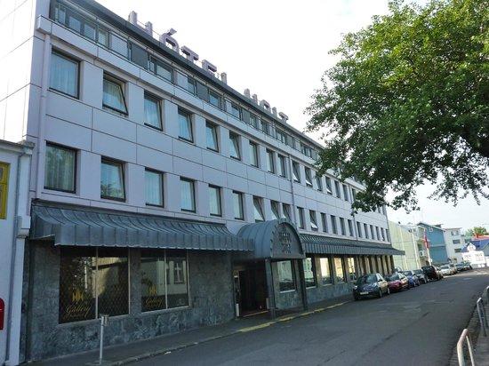 Hotel Holt: côté rue