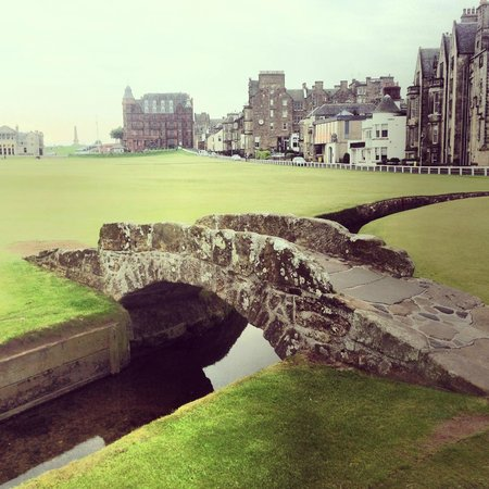 Russell Hotel: 5 min walk to the most famous bridge in golf