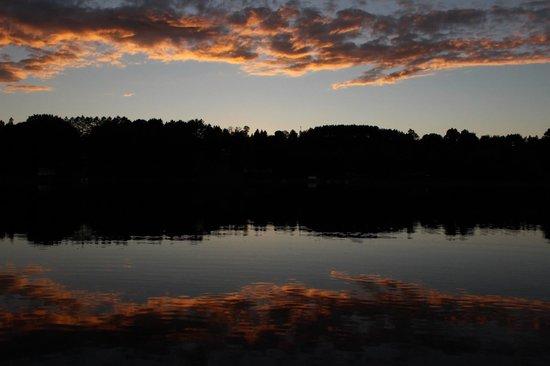 Lakeshore Motel: sunset over Ice Lake