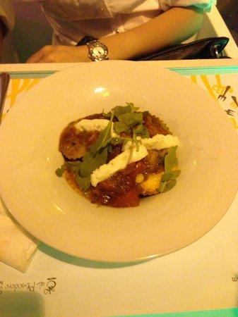 La Pappardella : Pasta ripiena agli spinaci con mozzarella di bufala, rucola e pomodoro