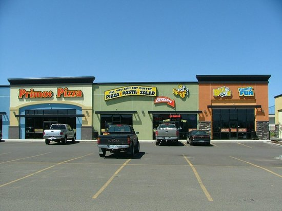 Primo's Pizza: LOOKING FROM WALMART