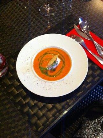 Mahaina : gaspacho et quenelle jamon