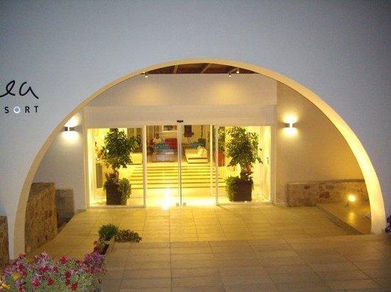 Kythea Resort: είσοδος του ξενοδοχειου