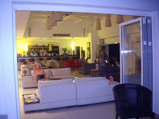 Kythea Resort: εσωτερικός χώρος του θερέτρου