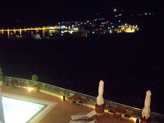 Kythea Resort: το βράδυ από το δωμάτιο, η Αγία Πελαγία