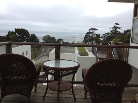Tally Ho Inn: Private balcony with ocean view