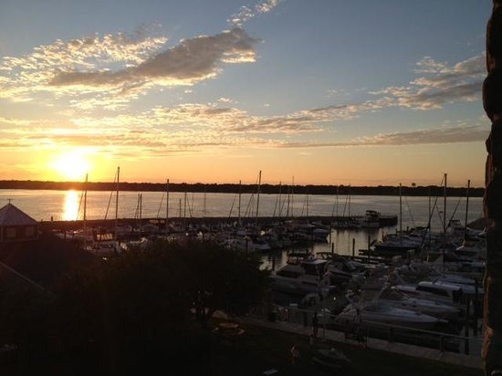 Shoreline Inn & Conference Center, an Ascend Hotel Collection Member: Beautiful view of sunset from 2nd floor room
