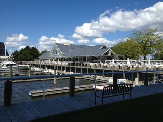 Shoreline Inn & Conference Center, an Ascend Hotel Collection Member: Lake House restaurant