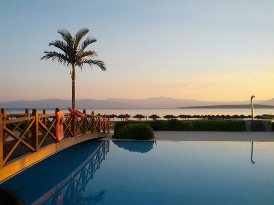 Kandia's Castle Hotel, Resort & Thalasso : By the pool