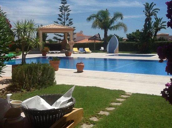 Atalaia Sol Aparthotel: Pool Blick aus dem Zimmer