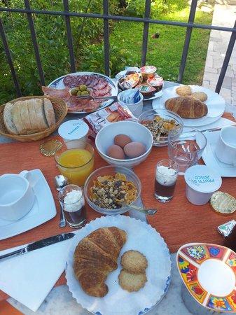 Bed and Breakfast Flumen: Breakfast!