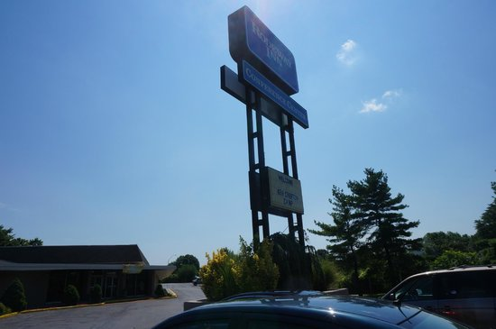 EconoLodge & Conference Center: rodeway inn sign