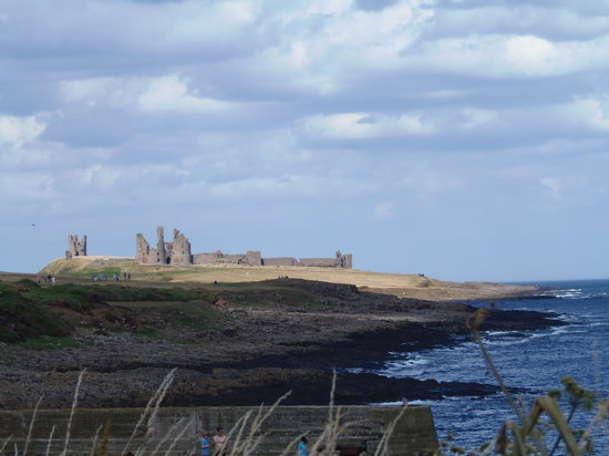 The Jolly Fisherman Pub: Dunstanburgh Castle from Beer garden.What a view!