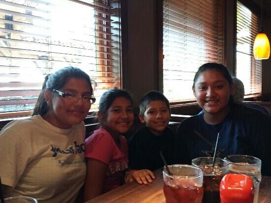 Cheddar's: Great family dinner!
