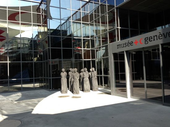 International Red Cross and Red Crescent Museum : Out side the museum