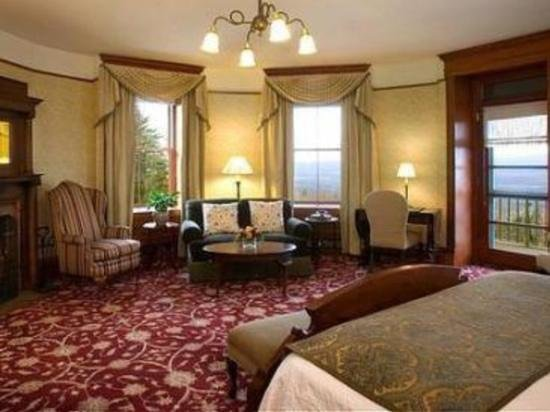 Mohonk Mountain House: beautiful room