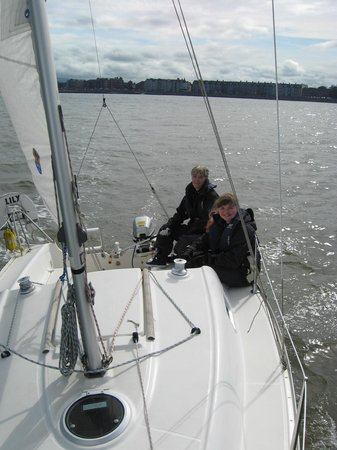 Bay Sea School: Happy level 2 sailors in charge of the boat