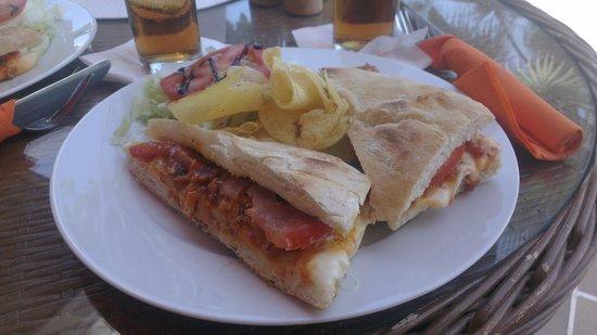 Cafe Fresco: Heerlijk broodje met chips sla voor 4,50