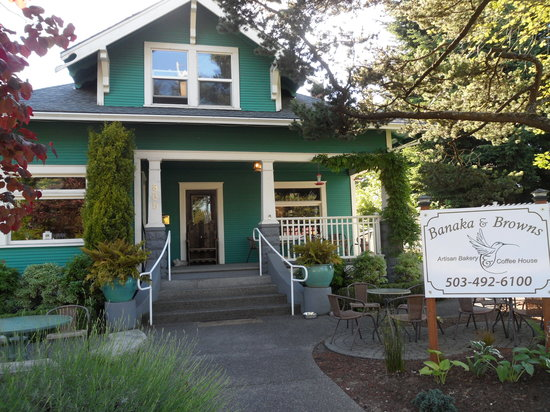 Banaka and Browns Artisian Bakery & Coffee House : Located in a Historic home built in 1901