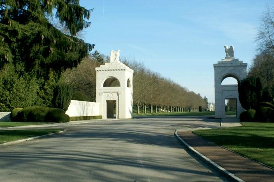 Cimetière américain : The Entrance and Highway D 123