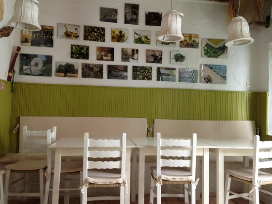 Elia: A small look at the inside of the restaurant